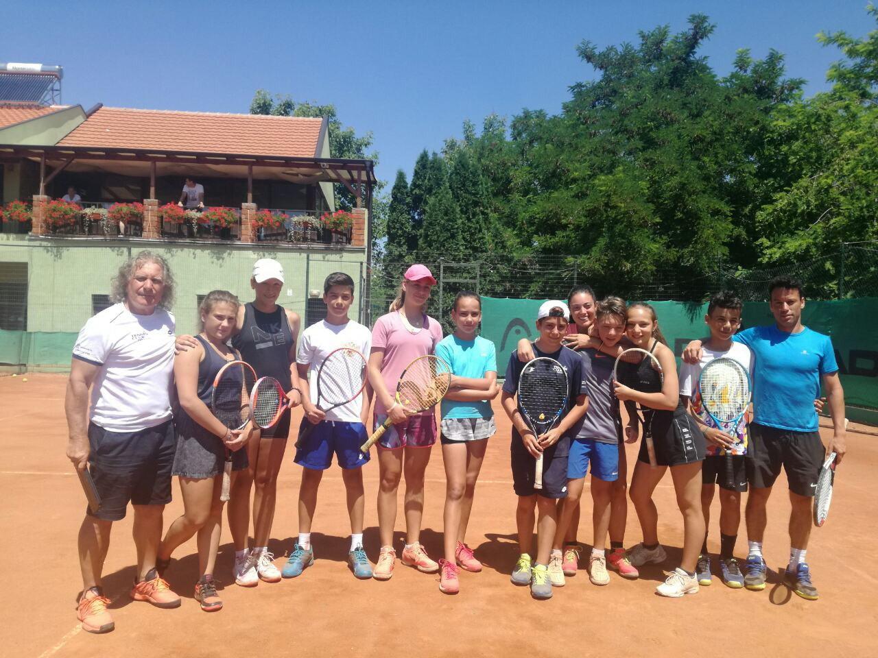 Teniseri i teniserke iz Italije na usavršavanju u Teniskoj akademiji Živković