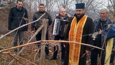 Photo of Simboličnim orezivanjem vinove loze obeležen Sveti Trifun u niškim opštinama