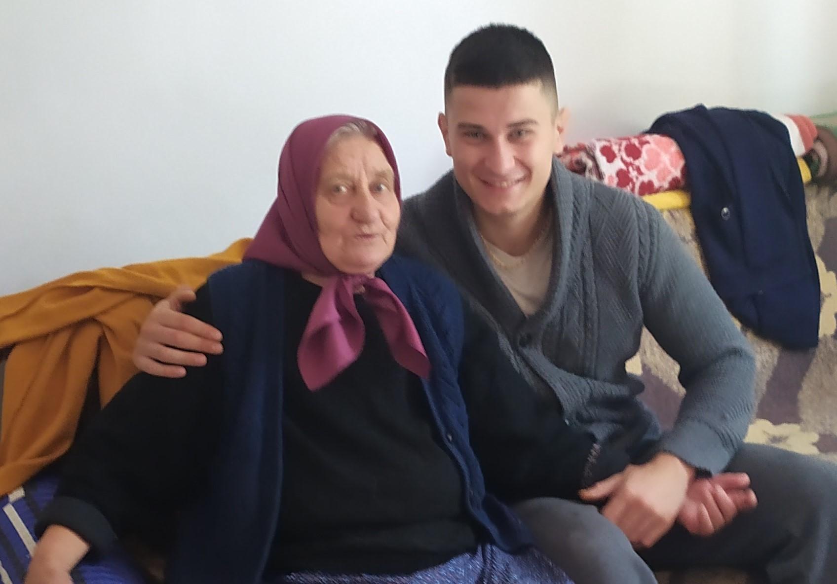 Stefan Krstić sa baka-Vericom