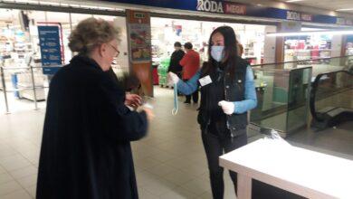 Photo of Volonteri GO Medijana pomagali penzionerima u kupovini i delili im maske