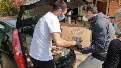 """Photo of Kafana """"Marjan"""" donira sve veći broj paketa hrane najstarijim i najugroženijim građanima"""