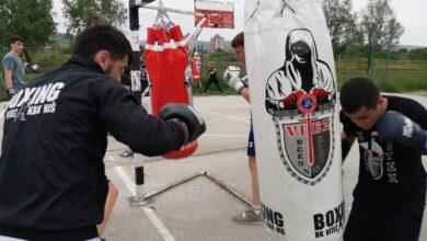 "Photo of BOKSERI ""VITEZA"" SPREMAJU SE  ZA NOVE POBEDE: Punom parom treniraju pored Nišave"