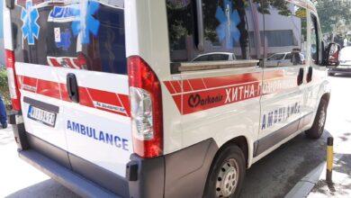 Photo of Sudar automobila i motora na raskrsnici, motociklista prebačen u Urgentni centar