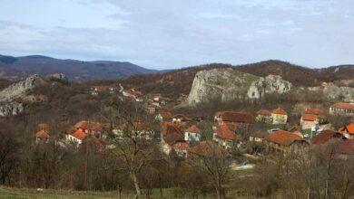 """Photo of Pridružite se planinarima, pređite stazu oko sela Vrmdže i uverite se zašto se ovo mesto zove i """"Sokobanjski San Marino"""""""