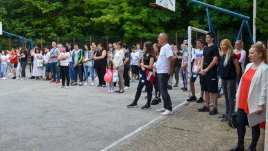 """Photo of Učenicima osmog razreda OŠ """"Bubanjski heroji"""" uručene diplome"""