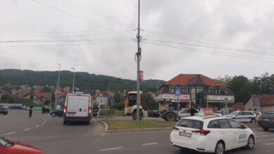 Photo of Teška saobraćajna nezgoda u Nišu. Kamionom udario baku