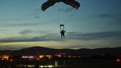 Photo of Pripadnici 63. padobranske brigade izveli noćni skok sa 4.500 metara