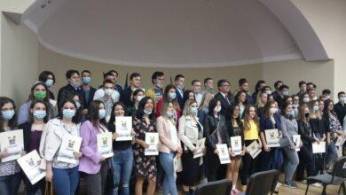 Photo of Talentovanim učenicima i studentima uručene pohvalnice i uplaćene stipendije
