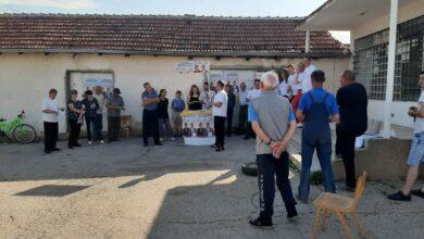 Photo of Predstavnici Ujedinjene seljačke stranke razgovarali sa Nišlijama i delili svrljiški specijalitet – belmuž