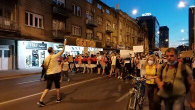 "Photo of Nišlije trećeg dana protesta poručile: ""Ustani Srbijo!"""
