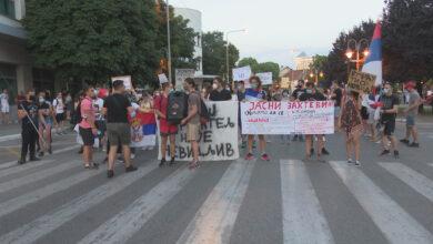 Photo of Nišlije četvrti dan u protestu. Policija osujetila blokiranje auto-puta