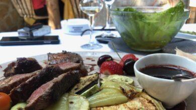 Photo of Hlad u bašti…na stolu ukusna hrana i vrhunsko rashlađeno piće… kome treba više od toga