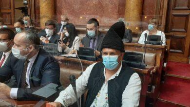 Photo of Konstituisan novi saziv parlamenta: Miletić već tradicionalno u nošnji