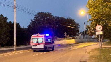 Photo of Dve osobe povređene u saobraćajnim nezgodama: Obaranje pešaka i sudar tri automobila