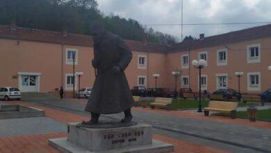 Centar Gadžinog Hana, spomenik Oku sokolovom, Dragutinu Matiću