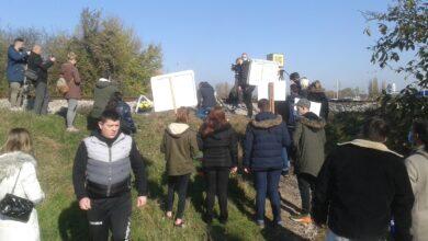 Photo of Protest građana na pružnom prelazu na Trošarini. Traže izmeštanje pruge