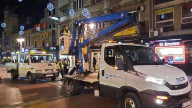"""Photo of JKP """"Parking servis"""": Zamena neispravnih sijalica i postavljanje novogodišnje dekoracije"""