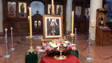 Photo of Irinej u Nišu služio 35 godina. Odzvanjaju zvona, građani se opraštaju od svog Patrijarha