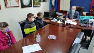 Photo of GO Crveni Krst poklonila tablet računare učenicima za praćenje onlajn nastave