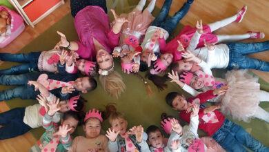 Photo of ŠKOLA BEZ NASILJA: Oni postavljaju temelj! Mališani u roze majicama šalju poruke protiv nasilja