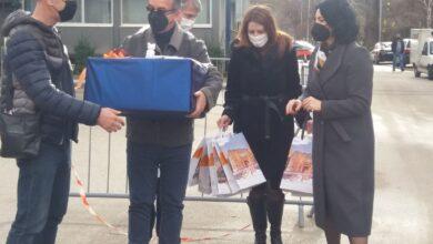 Photo of Grad Niš uručio donaciju Kliničkom centru i poklone pacijentima u Hali Čair