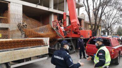 Photo of Armatura pala na kabinu dizalice, povređen radnik (VIDEO)