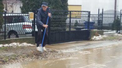 Photo of Zbog obilnih padavina u toku noći Gabrovački put liči na bujični potok (FOTO)