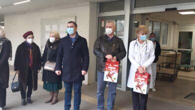 Photo of Gradska opština Medijana uručila paketiće dečijim klinikama Кliničkog centra u Nišu