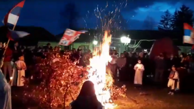 Photo of Uz pesme sa Kosova i srpske zastave, stanovnici Bujanovca i Surdulice obeležili Badnje veče (VIDEO)