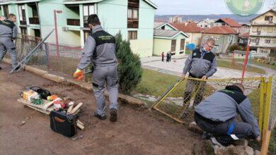 """Photo of Čalnovi udruženja Redne akcije Delijski vis popravili ogradu vrtića """"Pepeljuga"""""""